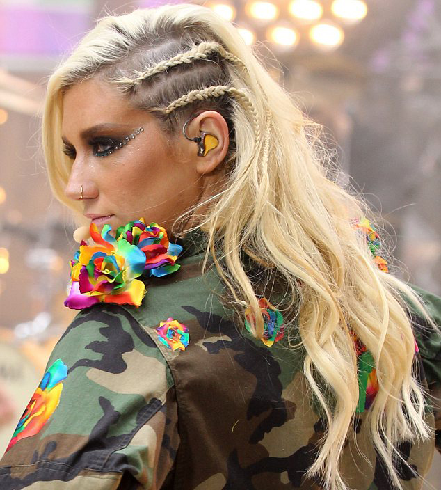 Kesha's Side Twists