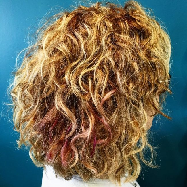 Shoulder-Grazing Curly Perfection