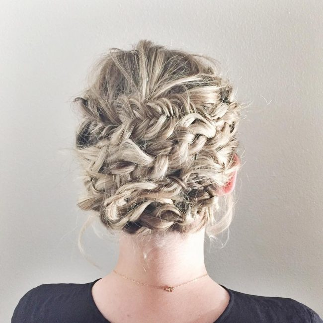 Blend of Braids and Twist on Beach Waves