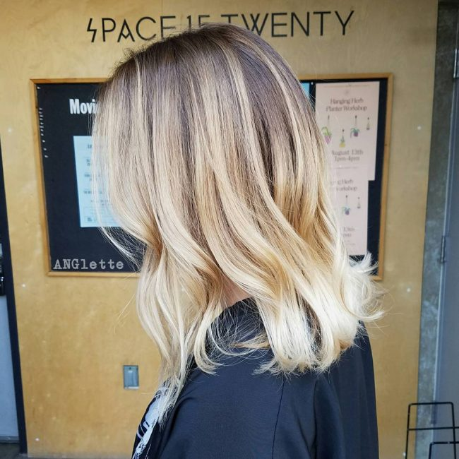 Shoulder-Grazing Blonde Balayage