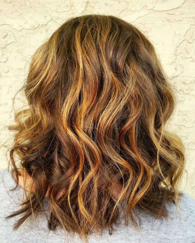 Summer Balayage Short Wavy Hairstyle