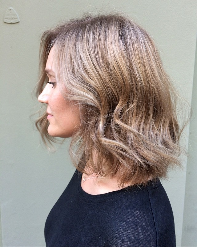 Wavy Lob with Lustrous Highlights