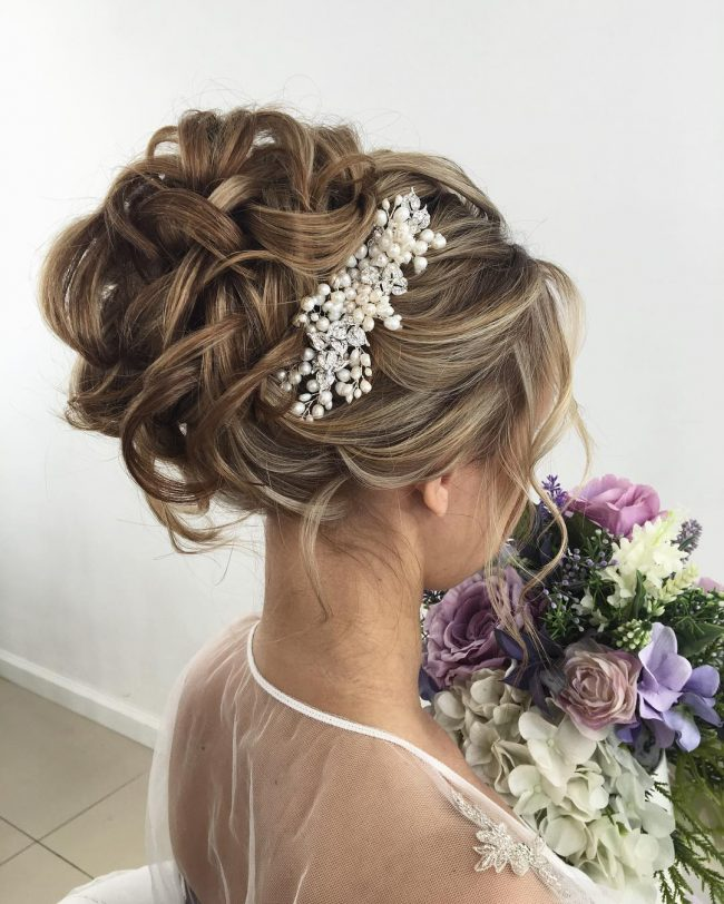 Wavy Upstyle with a Pearl Hairpiece