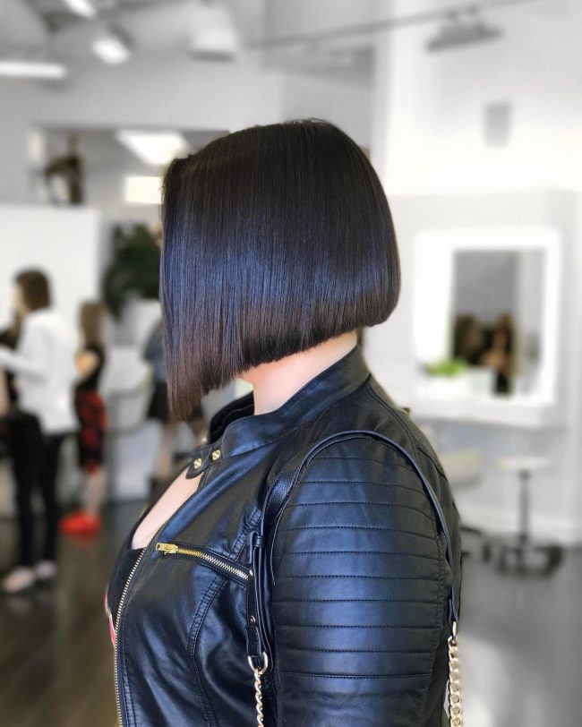 short hairstyles for thick hair 38